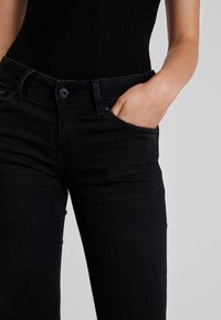 Pepe Jeans - NEW PIMLICO - Flared Jeans - black - 5
