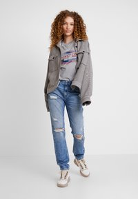 Pepe Jeans - VIOLET - Džíny Relaxed Fit - authentic - 1