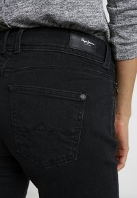 Pepe Jeans - KATHA - Slim fit jeans - black - 5
