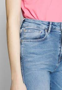 Pepe Jeans - LEXI SKY HIGH - Džíny Straight Fit - denim - 3