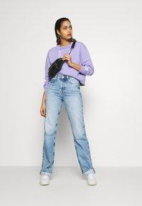 Pepe Jeans - DUA LIPA x PEPE JEANS - Džíny Straight Fit - light blue denim - 1