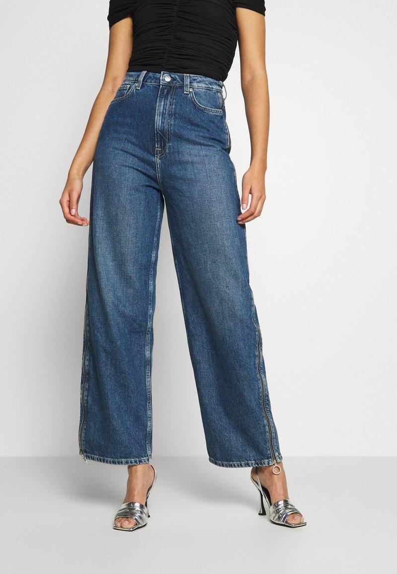 Pepe Jeans - DUA LIPA x PEPE JEANS - Flared Jeans - dark blue denim