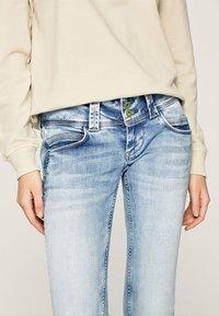 Pepe Jeans - VENUS - Slim fit jeans - bleached denim - 2