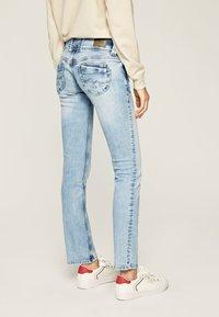 Pepe Jeans - VENUS - Slim fit jeans - bleached denim - 1