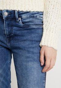 Pepe Jeans - JOLIE ARROW - Straight leg jeans - dark blue denim - 4