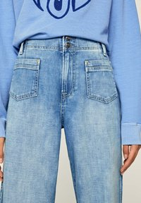 Pepe Jeans - DEBBIE - Flared Jeans - blue denim - 3