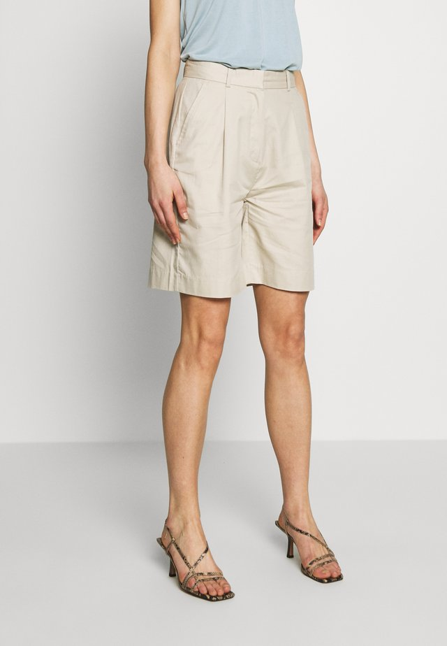 LAETITIA - Shorts - grain