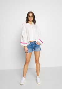 Pepe Jeans - SIOUXIE - Shorts vaqueros - blue denim - 1