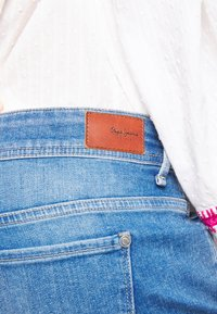 Pepe Jeans - SIOUXIE - Shorts vaqueros - blue denim - 4