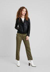 Pepe Jeans - POSSEY - Imitatieleren jas - black - 1