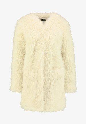LISA - Zimní kabát - mousse