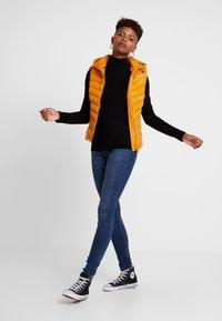 Pepe Jeans - MARIAN - Veste sans manches - golden ochre - 1