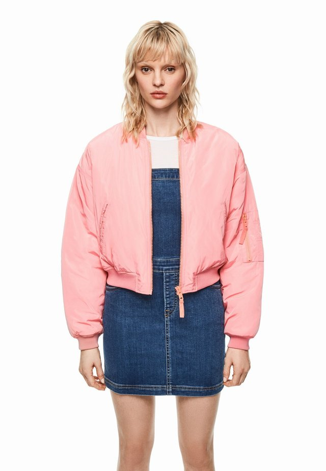 Chaquetas bomber - pink