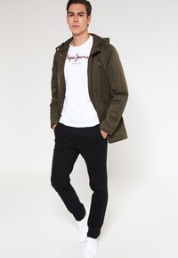 Pepe Jeans - EGGO REGULAR FIT - T-shirt imprimé - 800white - 1