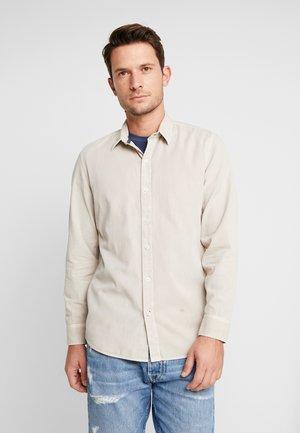 GEORGE - Shirt - hume