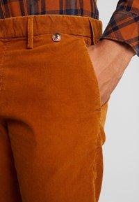 Pepe Jeans - BARTAK - Trousers - golden ochre - 3