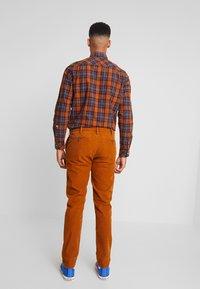 Pepe Jeans - BARTAK - Trousers - golden ochre - 2