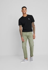 Pepe Jeans - CALLEN  - Chinot - army - 1