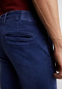 Pepe Jeans - JAMES - Jeansy Slim Fit - thames - 3