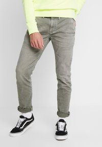 Pepe Jeans - JAMES - Jeansy Slim Fit - army - 0