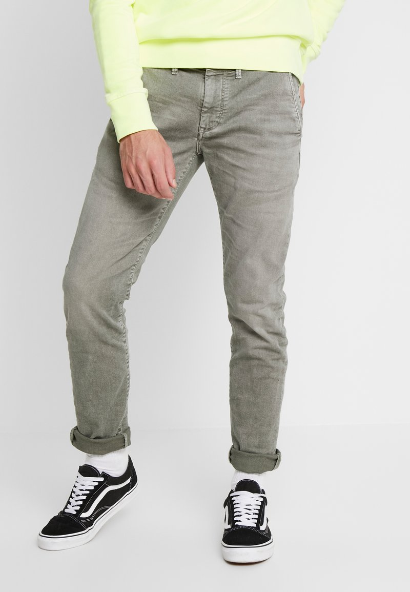 Pepe Jeans - JAMES - Jeansy Slim Fit - army