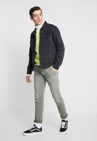 Pepe Jeans - JAMES - Jeansy Slim Fit - army - 1