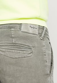 Pepe Jeans - JAMES - Jeansy Slim Fit - army - 5