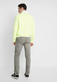 Pepe Jeans - JAMES - Jeansy Slim Fit - army - 2