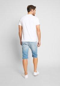 Pepe Jeans - CASH SHORT - Szorty jeansowe - light-blue denim - 2