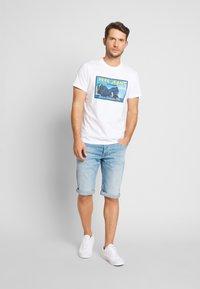 Pepe Jeans - CASH SHORT - Szorty jeansowe - light-blue denim - 1