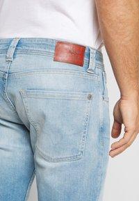 Pepe Jeans - CASH SHORT - Szorty jeansowe - light-blue denim - 5