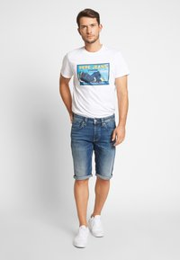 Pepe Jeans - CASH SHORT - Szorty jeansowe - dark-blue denim - 1