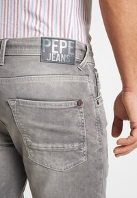 Pepe Jeans - JAGGER SHORT USED - Szorty jeansowe - 000 - 5