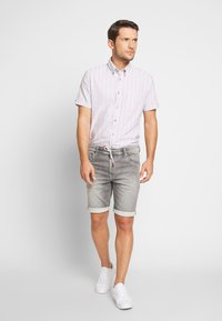 Pepe Jeans - JAGGER SHORT USED - Szorty jeansowe - 000 - 1