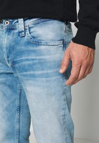 Pepe Jeans - KINGSTON ZIP - Džíny Straight Fit - bleach - 4