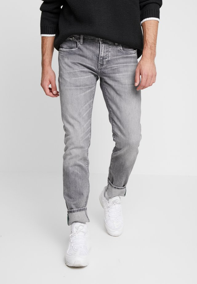 HATCH - Vaqueros slim fit - grey wiser wash