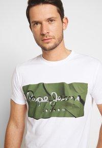 Pepe Jeans - RAURY - Camiseta estampada - safari - 4