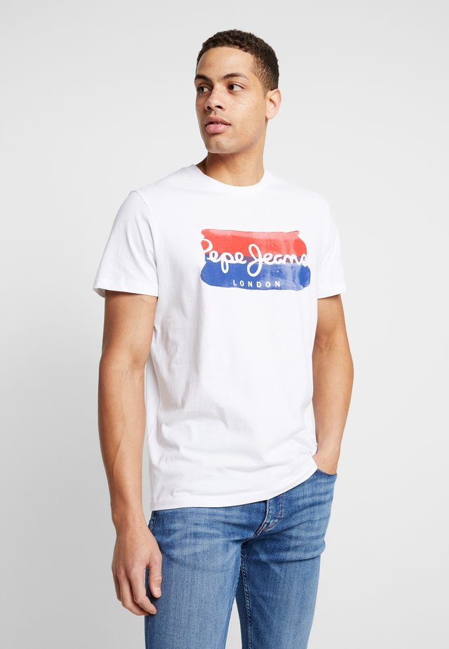 MILBURN - Camiseta estampada - optic white