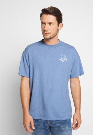 SCOTTIE - Print T-shirt - bay