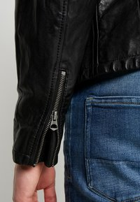 Pepe Jeans - DONOVAN - Leather jacket - black - 4