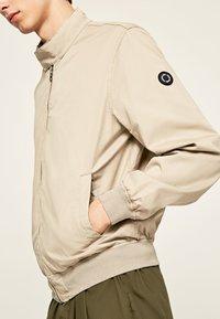 Pepe Jeans - LEADON - Kurtka Bomber - grain beige - 3