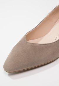 Peter Kaiser - LIMBA - Classic heels - taupe/freso - 6