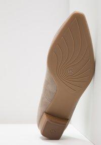 Peter Kaiser - LIMBA - Classic heels - taupe/freso - 5