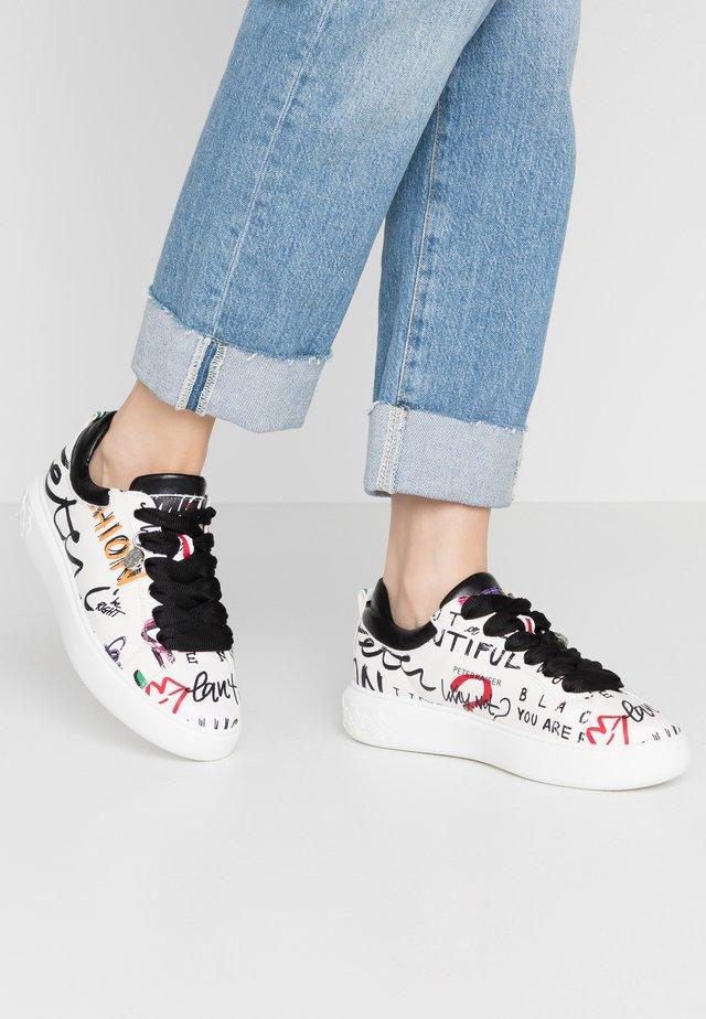 FLORA - Sneakersy niskie - weiß/schwarz