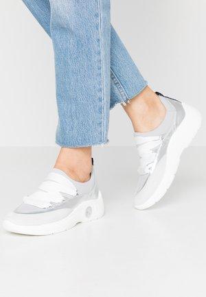 VERINA - Baskets basses - white/silver