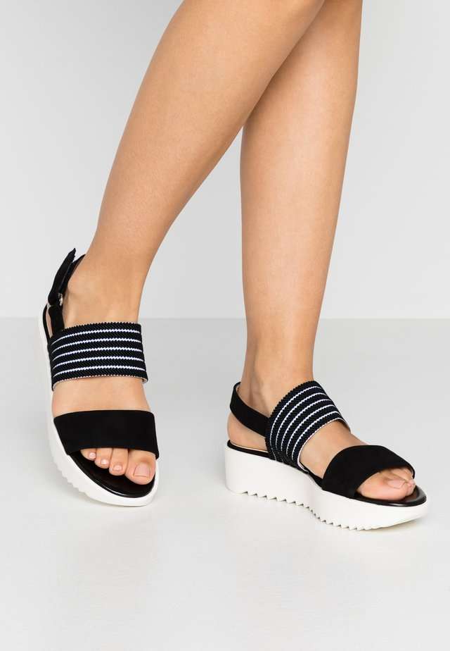 CELISA - Sandalen met plateauzool - schwarz/candy