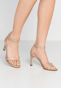 Peter Kaiser - ORLENA - Sandaler med høye hæler - sand mura - 0