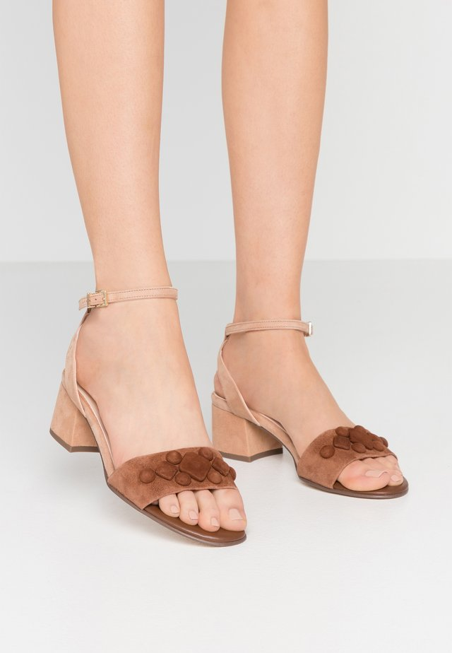 CARYL - Riemensandalette - sable/biscotti