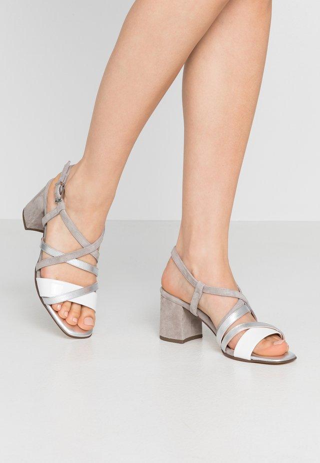 PAVA - Sandalen - weiß/grau/silber