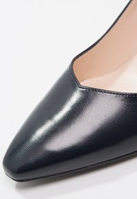 Peter Kaiser - MANI - Classic heels - navy/chevro - 6